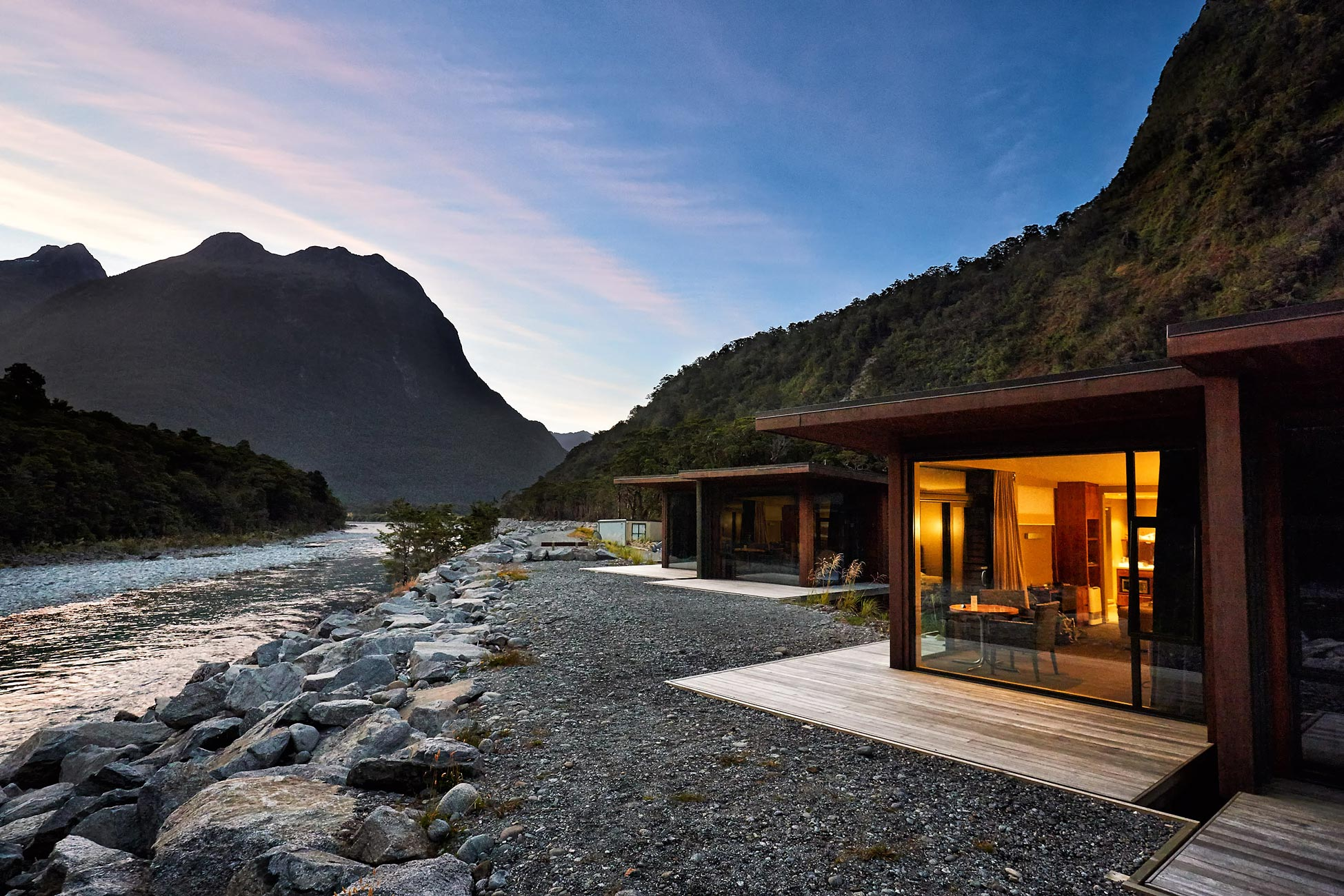 New-Zealand-Milford-Lodge-Chalet
