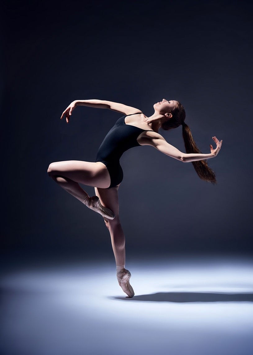 Ballet dancer shot using Profoto Magnum light modifier.